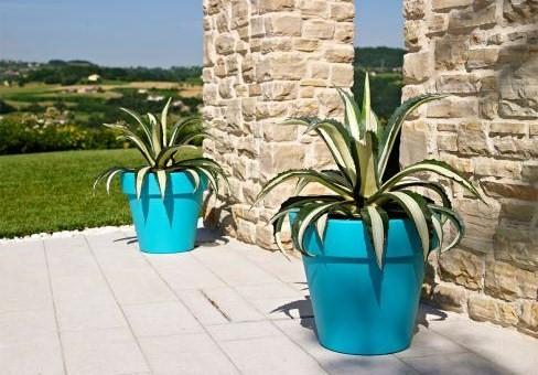 Des pots contemporains pour une d co originale for Grandes jardinieres exterieures